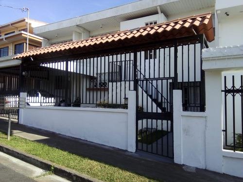 Casa En Venta En Monterrey, Montes De Oca.