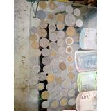 Es Una Pequeña Colección De Billetes Y Monedas